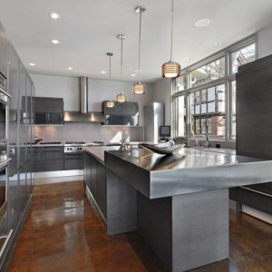 Матовая сталь - популярный тренд в кухонных фасадах.