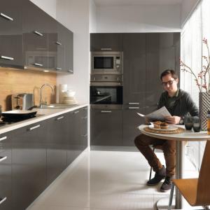 Современные кухонные фасады: глянцевые или матовые?